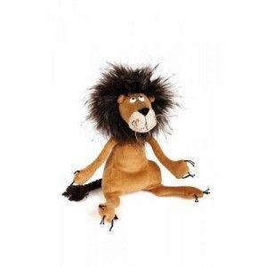 Lev je opravdický král zvířat - podívejte na tu jeho hřívu a vytažené drápky. Na tuhle kočičku si jen tak někdo nepřijde.