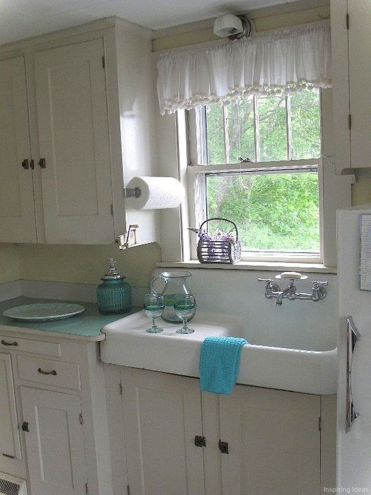 Adorable 60+ Cottage Kitchen Cabinets Ideas Farmhouse Style https://lovelyving.com/2017/01/13/60-cottage-kitchen-cabinets-ideas-farmhouse-style/