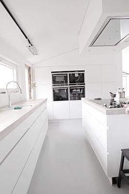 Modern white + concrete kitchen
