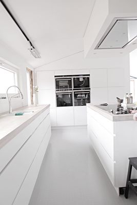 Modern white + concrete kitchen