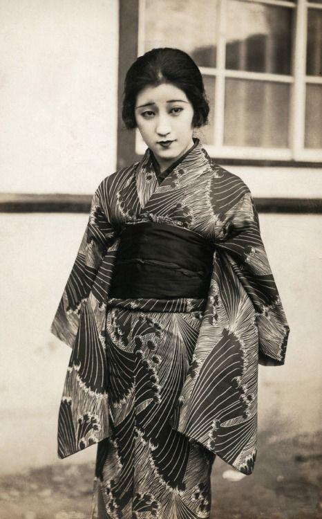 Moga モガ from Taisho Era - 1920s
