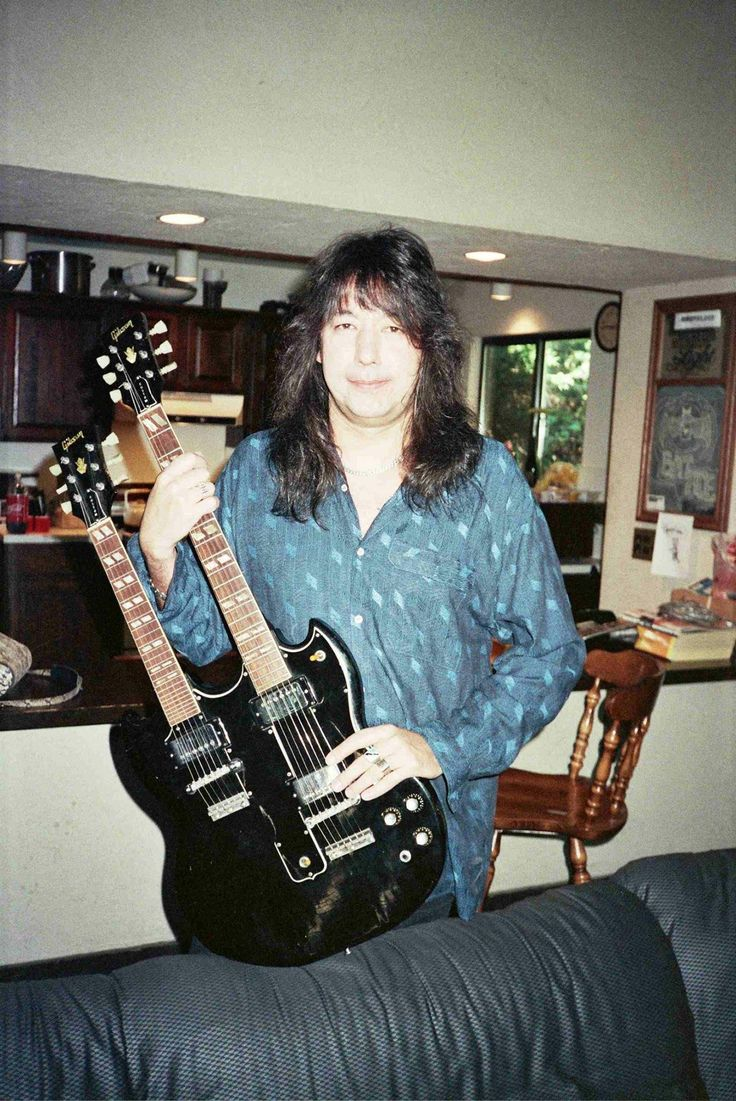 69 best images about ace frehley 1983 1995 on pinterest shops fallen angels and group. Black Bedroom Furniture Sets. Home Design Ideas