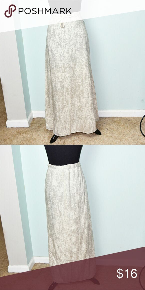 Eddie Bauer Tan And Ivory Speckled Maxi Skirt In excellent condition! Very stretchy, comfortable, and flattering! The fabric is extremely soft! Buy 3 items and get 1 free plus 15%off your purchase total! Eddie Bauer Skirts Maxi