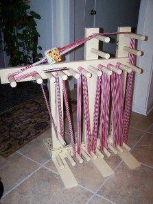 Free Inkle Loom Plans (2010) Linda Ingram Schuster's blog http://fabricfolliestwo.com/2010/03/19/free-inkle-loom-plans/