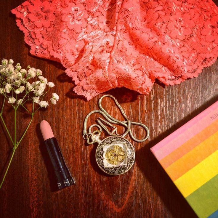 Uniconf » Kit-ul unei săptămâni începute bine conține culoare și feminitate.