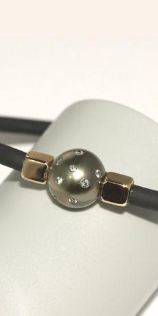 Stunning pearl and diamond jewellery.