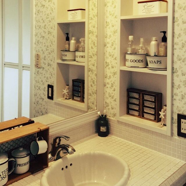 sako35nico25さんの、Bathroom,ナチュラル,洗面所,セリア,モノトーン,ホーロー缶,洗面ボウル,洗面台タイルについての部屋写真