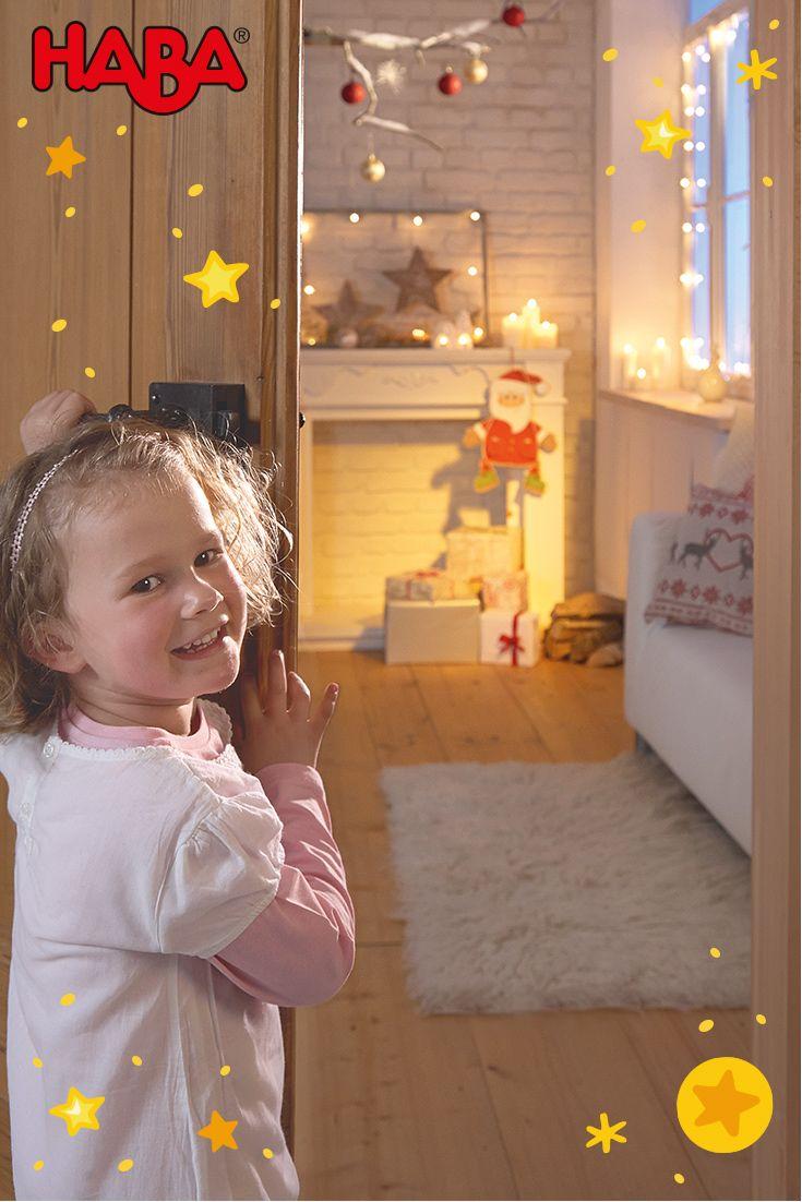 Weihnachten mit Kindern genießen -  Die Weihnachtszeit ist für viele die schönste Zeit des Jahres. Leider ist diese jedoch meistens auch besonder stressig. Wir raten: tief durchatmen und gut planen.  Dabei helfen wir mit vielen hilfreichen Tipps rund ums Dekorieren, Backen und vielen mehr.