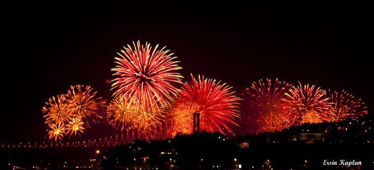 İstanbul Fişekleri (Fireworks of Istanbul) | Flickr - Photo Sharing!ersinkaplan1 İstanbul Fişekleri (Fireworks of Istanbul)  İstanbul, 29 Ekim, Cumhuriyet Bayramı, havai fişek gösterisi, İstanbul Boğazı, Boğaz Köprüsü, silüet, gece, uzun pozlama, nikon, d90, 29th October, Republic Day of Turkey, fireworks, the Bosphorus, Bosphorus Bridge, night, long exposure