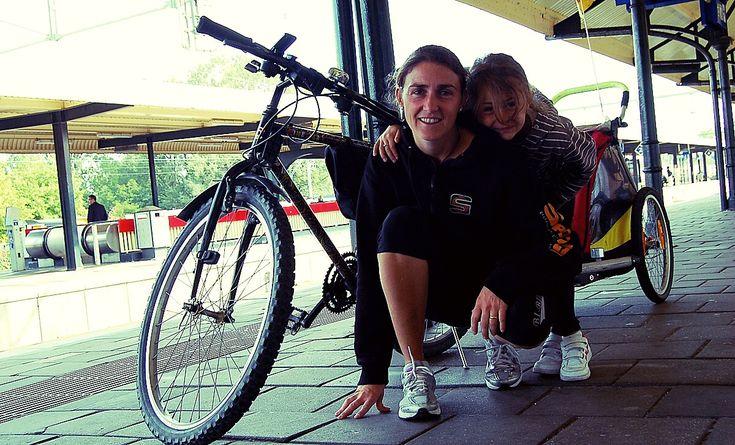 Dal teatro al ciclismo il passo può essere breve. Federica Santambrogio racconta la sua passione per le due ruote e per i viaggi a ritmo sostenibile che ama condividere con sua figlia.