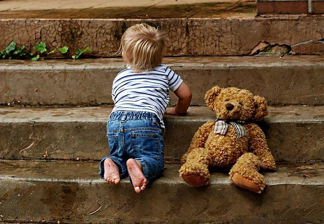 Только с возрастом начинаешь понимать, что не во все закрытые двери надо стучаться, и не во все открытые заходить.