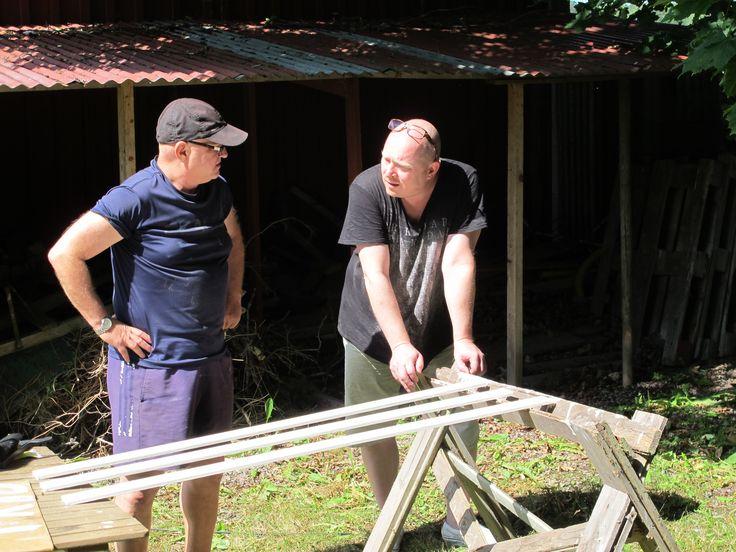 Åke Edwardson får några goda råd om byggteknik av mig inför hans husrenovering