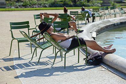 Названы сроки наступления глобальной климатической катастрофы http://mnogomerie.ru/2016/11/07/nazvany-sroki-nastypleniia-globalnoi-klimaticheskoi-katastrofy/  Австралийские климатологи заявили, что в 2025 году летняя жара, которая сейчас считается аномальной, станет нормой. Кратко об исследовании сообщает EurekAlert!. София Льюис из национального университета в Канберре считает неизбежным установление нового климатического режима. Даже если человечество полностью прекратит выбросы парниковых…