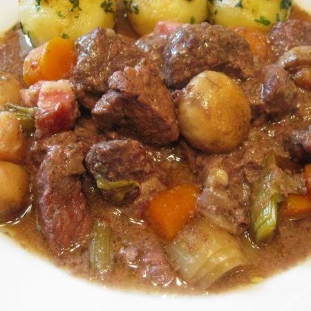 Egy finom Francia (burgundi) marharagu (Boeuf bourguignon) ebédre vagy vacsorára? Francia (burgundi) marharagu (Boeuf bourguignon) Receptek a Mindmegette.hu Recept gyűjteményében!