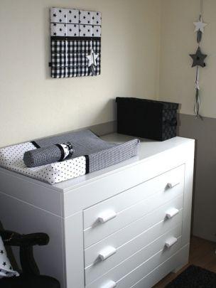 styling van babykamer in opdracht met handgemaakte woonaccessoires ontworpen en handgemaakt door thuis met Moon