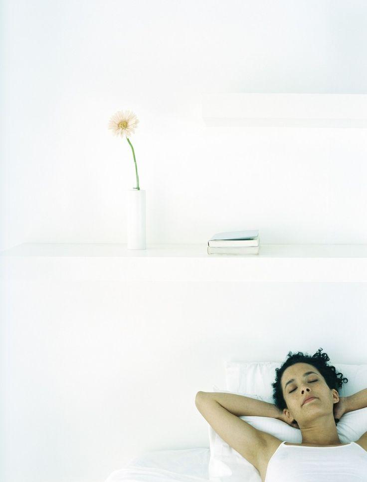 Pasar muchas horas en la cama no significa descansar más, un sueño productivo es  el que consigue restaurar las funciones  de nuestro organismo.