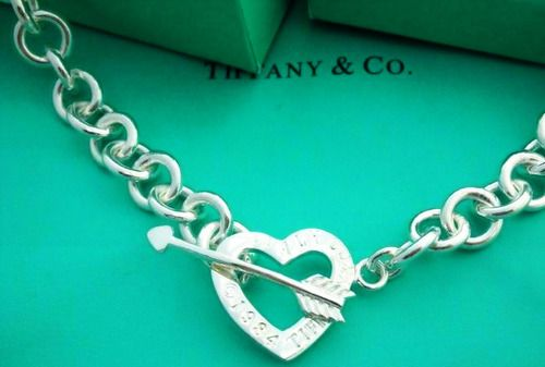 Love! (apparently you can find one at Tiffany & Co.? ~You can probably find a less expensive version too!!) =)
