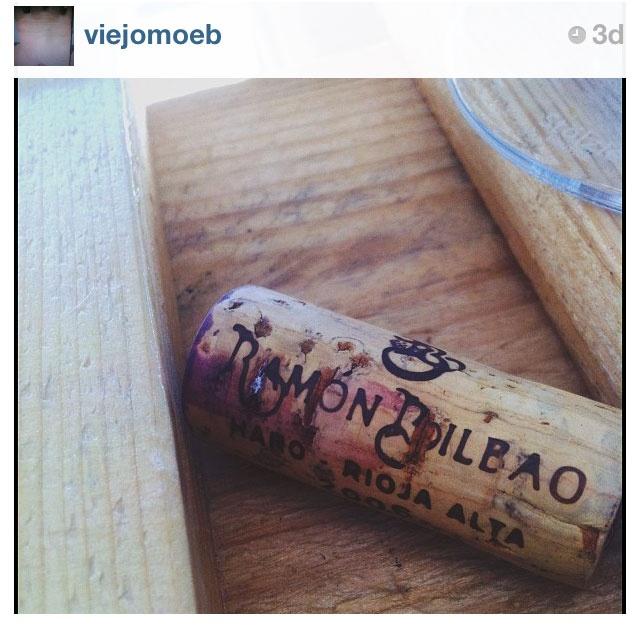 Corcho sobre madera / por @viejomoeb