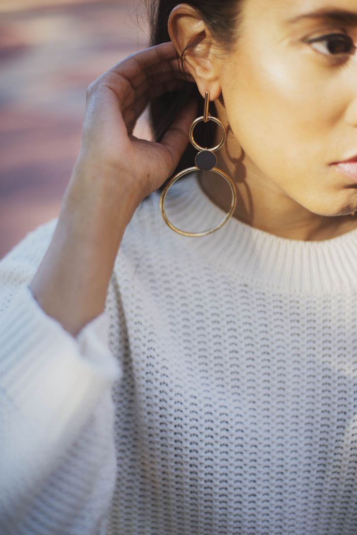 Statement earrings and autumn layering.   #fashion #style #autumnfashion #statementearrings #lookpost #lookbook #contour #makeup #knittop #trutrustyle #capetown #southafrica #africa #africanstyle