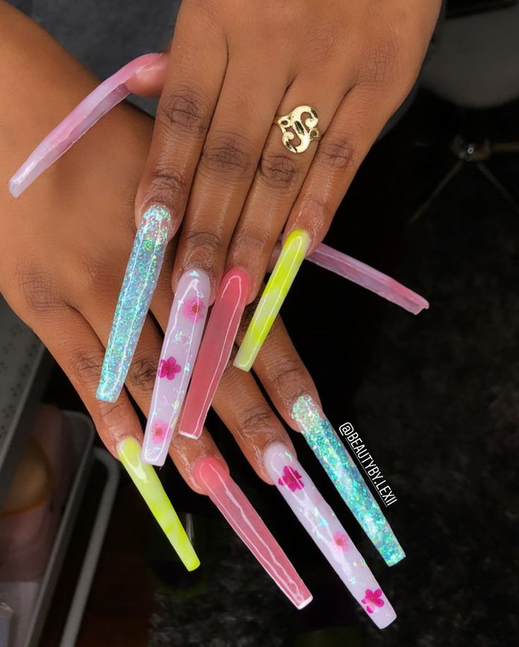 Pin by Noodle_Yess on P I N K | Long acrylic nails, Long nails, Acrylic nails