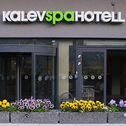 Kalev Spa Hotel on koko perheen kylpylähotelli aivan Vanhankaupungin kupeessa. Monipuolinen allasosasto ja virkistys- sekä hemmotteluhoidot ovat osa hotellin tarjontaa. Täältä saat myös terveyspalveluita halutessasi. #kalevspahotel #eckeröline #tallinna #tallinn