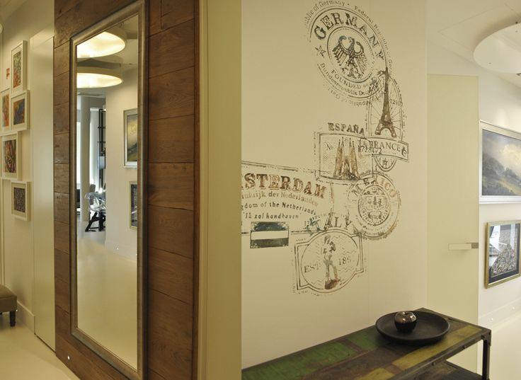 Holl został ozdobiony freskami na wzór pieczątek pocztowych, kolaż. #architekturawnetrz #wnetrza #projektywnetrz #design #architecture #interiors #welovedesign #goodtaste #classicstyle #modernstyle #art #homeart #home #house #houseidea #pracowniawnetrz #interiorproject #meble #włoskistyl # freski