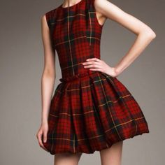Alexander McQueen F/W 2006 Widows of Culloden Alexander McQueen Tartan  Dress @eva eva N. Kann ich das bekommen? :)