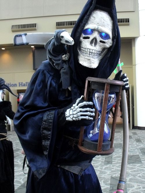Discworld Death cosplay! I love this character so much <3 excellent
