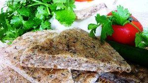 Фото к рецепту: Овсяно-ржаная лепешка с травами