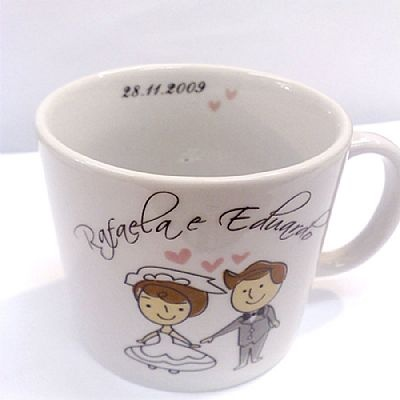 Lembrancinha de Casamento Caneca de Porcelana Personalizada Caixa com 25 unidades $322.50