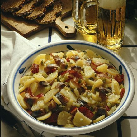 Schlesischer Kartoffelsalat mit Matjes Rezept | LECKER