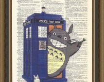 Totoro se apodera de Doctor Who Tardis ilustración impresa en una página de diccionario vintage. Dr que impresión, mi vecino Totoro póster, Tardis arte