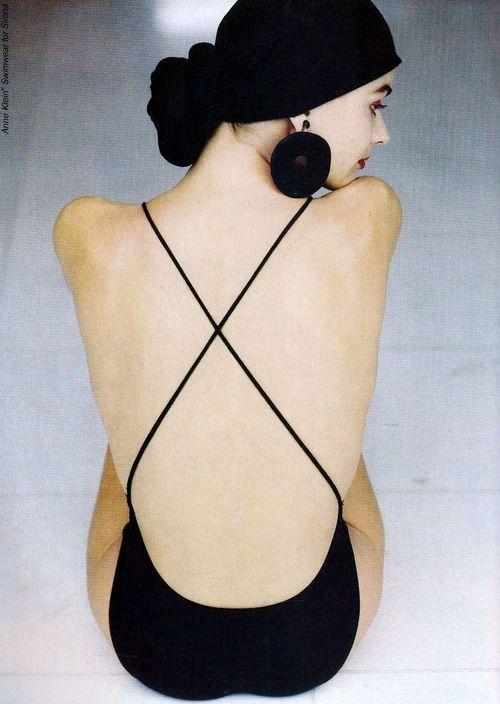 Paulina Porizkova by Arthur Elgort for Anne Klein & Co, 1988.dos embelli par la croix fine
