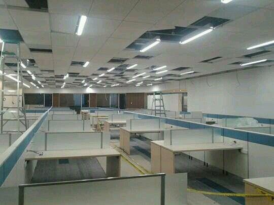 Iluminación de área para cubículos de oficina.