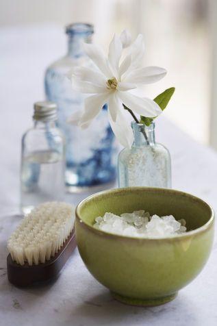 Come pulire le bottiglie di vetro: sale
