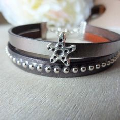 Bracelet femme en cuir coloris argenté effet miroir et cuir gris clouté - étoile de mer argentée - mesure adaptable