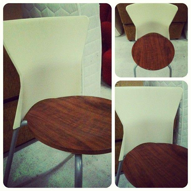 للبيع 4 كراسي مودرن لطاولة طعام بحالة ممتازة السعر 25 Bd Home Decor Furniture Decor