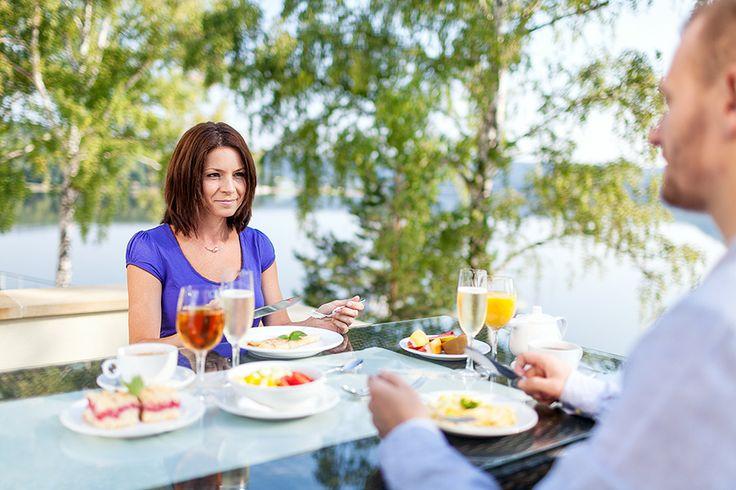 ubytování u Máchova jezera www.hotelport.cz  PANORAMA RESTAURANT nabízí bohaté snídaně a večeře formou bufetu a vedle uspokojení chuťových buněk i nádherný výhled na Máchovo jezero, to buď přímo z restaurace nebo z TERASY.  Více informací naleznte zde: http://www.hotelport.cz/restaurant/