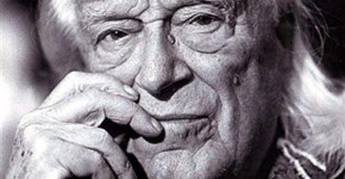 A galopar, poema de Rafael Alberti (recitado por él mismo) > http://zonaliteratura.com/index.php/2016/02/17/a-galopar-poema-de-rafael-alberti-recitado-por-el-mismo/
