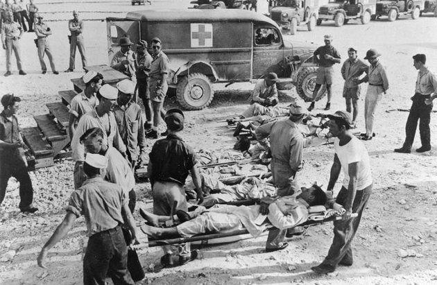 A történelem legrémisztőbb cápatámadása: 1945 júliusában egy amerikai hadihajót két japán torpedó talált el, aminek következtében a hajó 12 perc alatt elsüllyedt. 900 matróz élte túl a katasztrófát, de ők sem lélegezhettek fel: a tengerbe került, csonkolt végtagú, megégett tengerészeknek cápák hadával kellett szembenéznie. A tenger gyilkosai még a legóvatosabb becslések szerint is legalább 150 embert ragadtak el, mielőtt négy nap elteltével megérkezett a segítség.