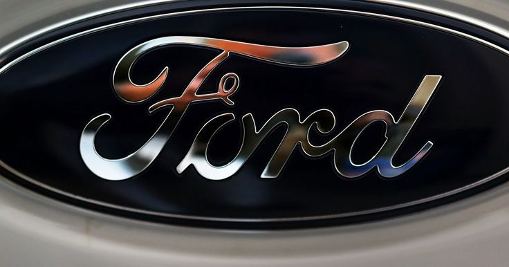 Especificaciones del Ford Lightning. Ford quería atraer a compradores que quisieran manejar rápido, acelerar con entusiasmo, manejar por caminos montañosos con agilidad y remolcar 800 libras (362 kg) de grava a un lugar de trabajo. El camión Ford Lightning entregaba todo lo que un amante de los camiones podía esperar. El motor estaba sobrealimentado, la suspensión tenía barras ...