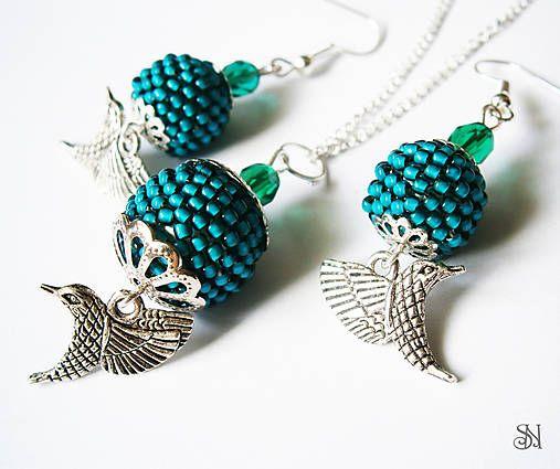 Kolibríky - sada šperkov z obšívaných korálok. Beaded jewelry.