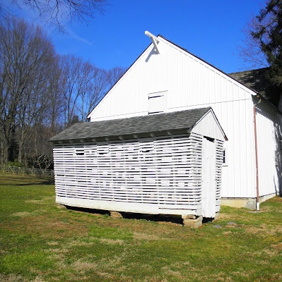 A Corn Crib. This Oneu0027s Purtier Than What We Had. Ours Was The Gray