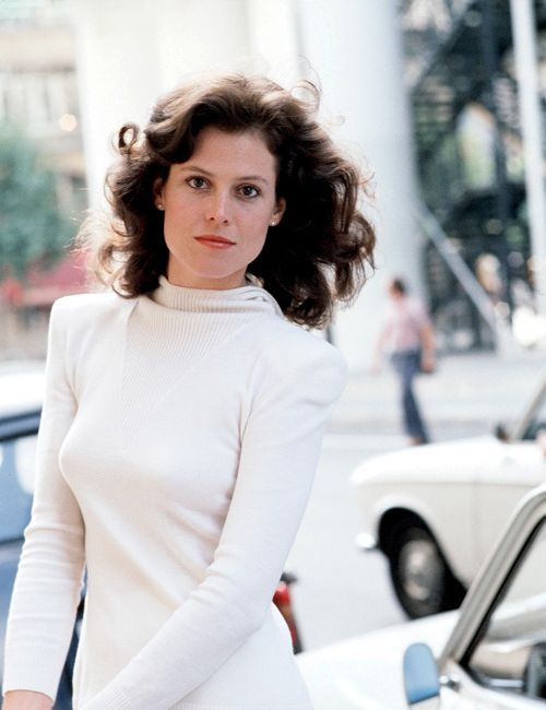 psychrophile:    Sigourney Weaver.  (click source for more photos from this set)