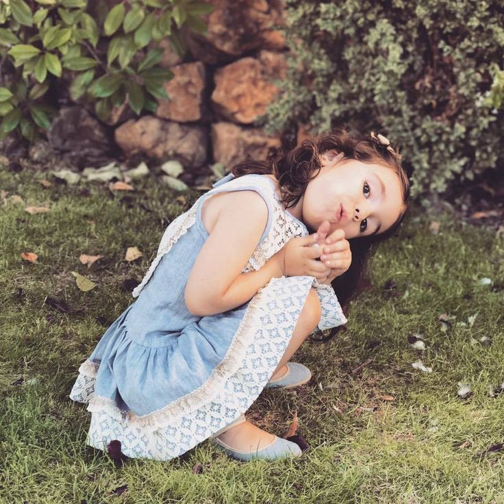 ¡@lauramontanomodainfantil es pura dulzura disfrutando en el parque! 👧 ¡Qué empiece el juego! 👾  📷 Sweettales  #Chuches #CalzadoChuches #CalzadoInfantil #ZapatosChuches #Niñas #Pequeñas #CalzadoNiñas #CaminitosDulces #CalzadoComodo #Descubrir #Jugar #Reír #Diversión #Andar #Caminar #Shoes #Kids #Shoesforkids