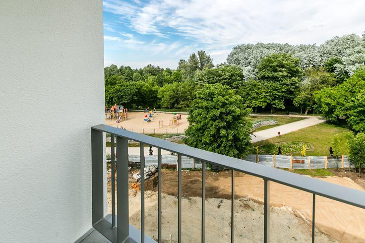 widok na park z jednego z mieszkań