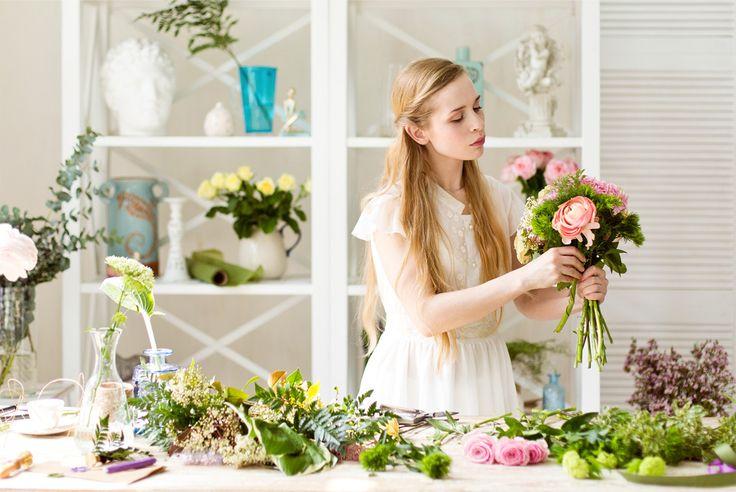 «Самсон Букет». Samson buket. Flowershop identity. Photoshoot. Florist working process. By BRANDEXPERT Freedom Island