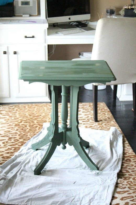 Thrifted side table update with green paint - Green is a hot home decor trend right now, so check out these gorgeous furniture flips. Furniture makeovers with all shades of green paint | Green painted furniture.