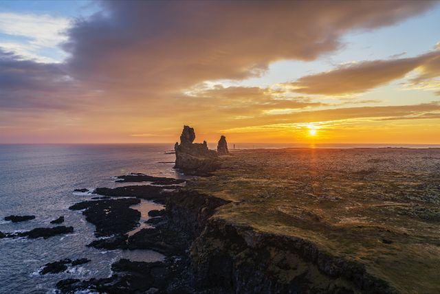 Snæfellsnes Peninsula /West Iceland/ Private Tour by 4x4 jeep           PRICES FOR PRIVATE TOUR     1 person : 290 EUR   2 persons: 270 EUR/person   3-4 persons: 240 EUR/person       DURATION  11 hours  we serve water and coffee