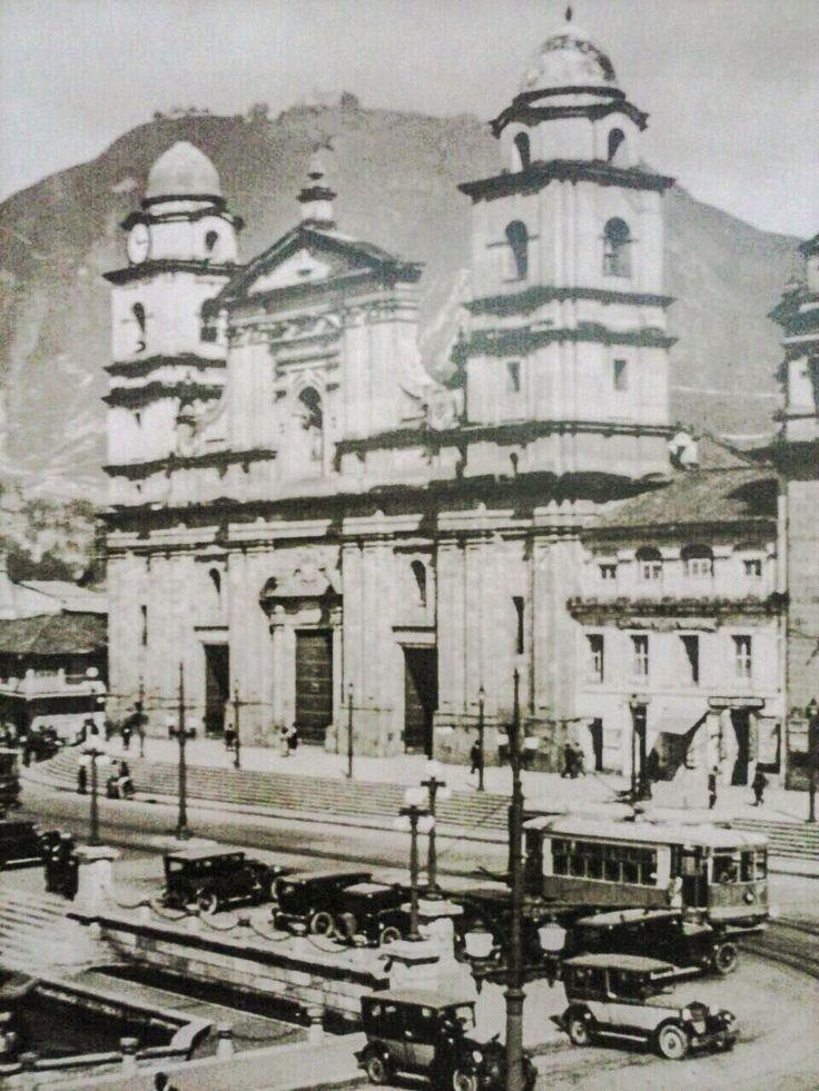 Catedral Primada de Colombia, costado oriental de la Plaza de Bolivar, años 30s, Bogotá D.C.
